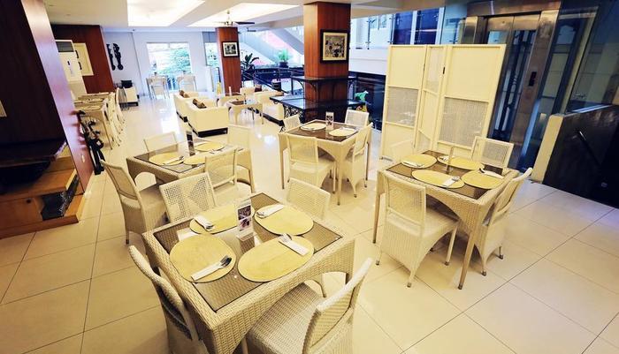 Hotel Pyrenees Jogja - Restoran