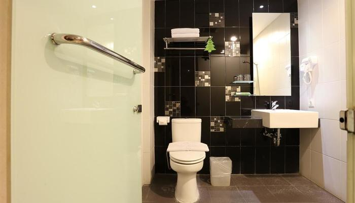 Hotel Pyrenees Jogja - Kamar mandi Suite / Deluxe