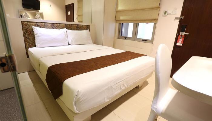 Hotel Pyrenees Jogja - Superior 1 Bed Besar