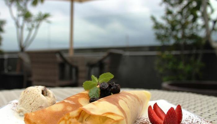 Hotel Pyrenees Jogja - Makanan Ringan