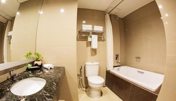 Atrium Premiere Yogyakarta - Bathroom