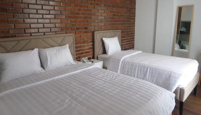 Woodpecker Hotel Yogyakarta - Family Room