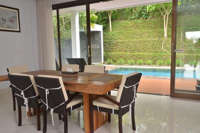 4 BR 2 Villa Dago City View Pool 2 Bandung - Ruang makan