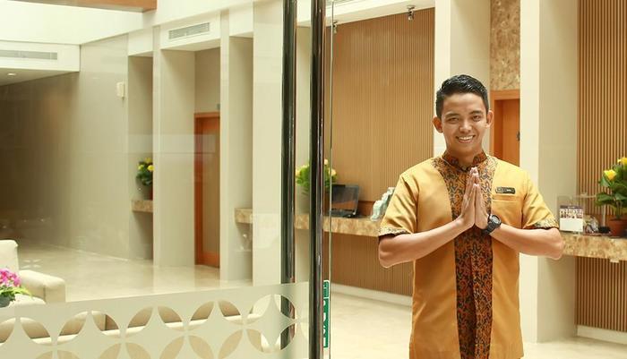 Maestro Hotel Kota Baru Pontianak - Staf Bellboy