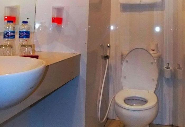 favehotel Kelapa Gading - Bathroom
