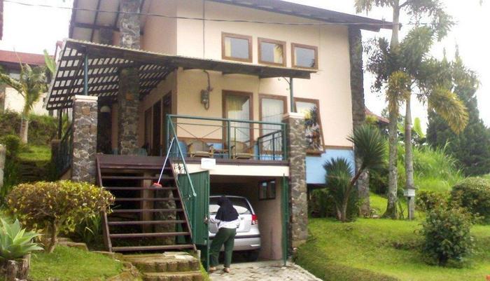 Villa Istana Bunga 2 Bedrooms Bandung - Villa Awing