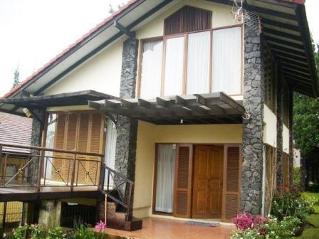 Villa Istana Bunga 2 Bedrooms Bandung - Villa AEF