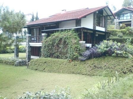 Villa Istana Bunga 2 Bedrooms Bandung - Villa Sae