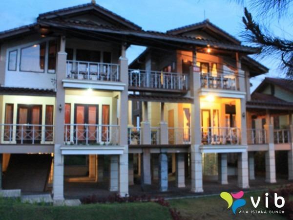 Villa Istana Bunga 2 Bedrooms Bandung - tw