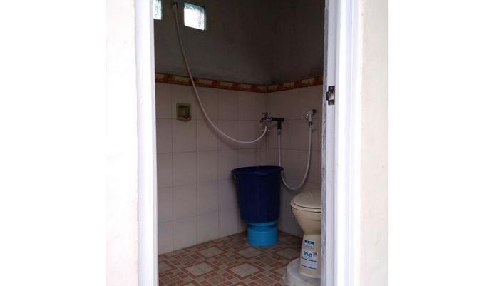 Jati Classic Homestay Banyuwangi - Bathroom