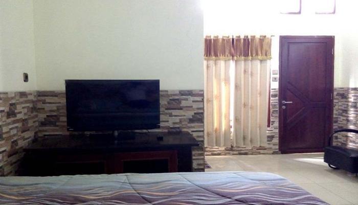 Hotel Buah Sinuan Bandung - Kamar mewah terbaru untuk 4 orang dewasa dengan 2 Double Spring Bed