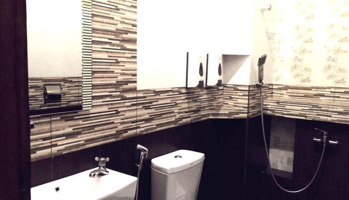 Hotel Buah Sinuan Lembang - Luxurious Private Bathroom with Hot & Cold Shower