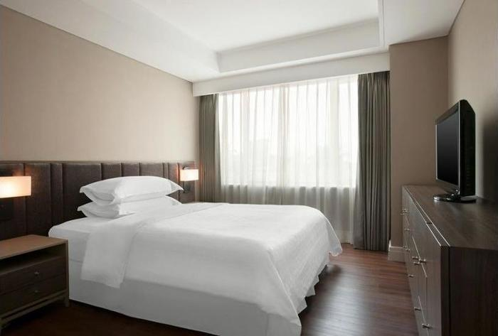 Sheraton Surabaya Hotel and Towers Surabaya - In-Room Amenity