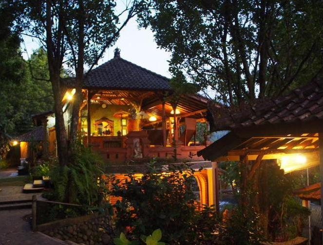 Puri Lumbung Cottages Bali - Hotel Front - Evening/Night