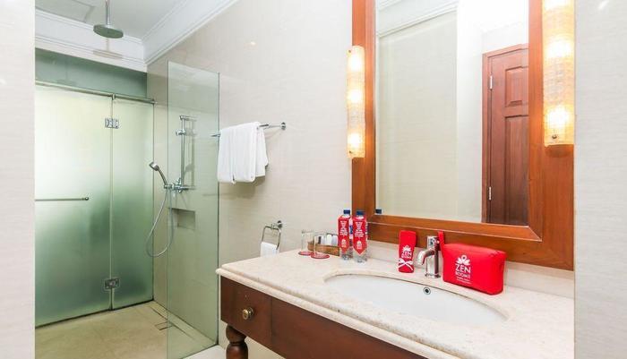 ZEN Premium Dewi Saraswati Seminyak Bali - Kamar mandi