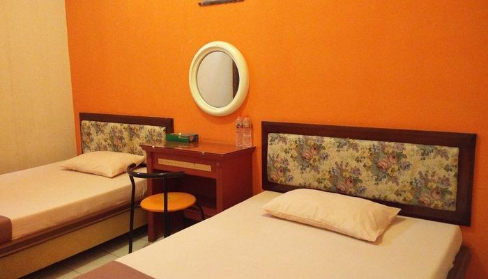 Patria Garden Hotel Blitar - Kamar tidur 2 in 1 (2)
