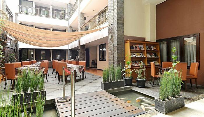 ZEN Premium Dago Bandung - Restoran