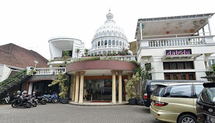 ZEN Premium Dago Bandung - Tampak luar