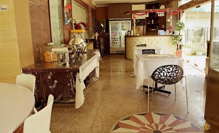 Tinggal Standard at Pangeran Jayakarta Jakarta - Restoran