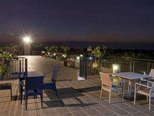 Umalas Hotel & Residence Bali - Balkon