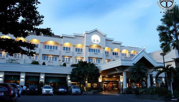 Hotel Bumi Senyiur Samarinda - Tampak Depan Halaman hotel