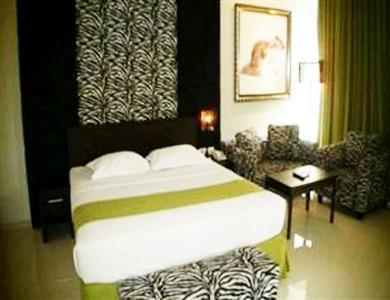 Hotel Pohon Inn Malang - Kamar Tamu