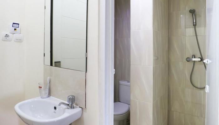 Hotel Celvasha Jakarta - Bathroom