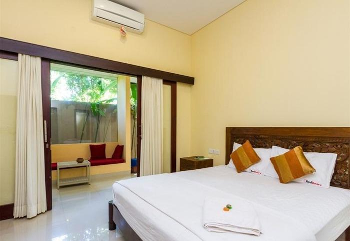 RedDoorz @Tirta Akasa Sanur Bali - Kamar tamu
