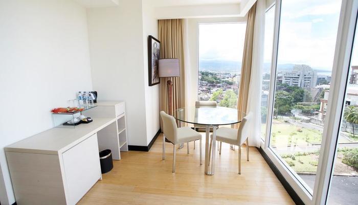 Sintesa Peninsula Manado - Corner Suite