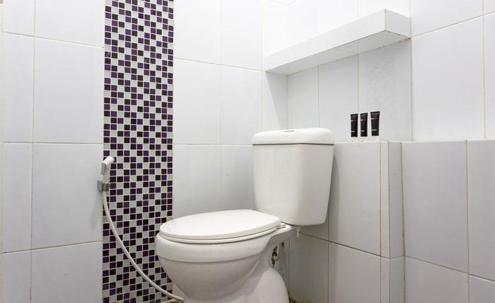 RedDoorz @Pulomas Barat Jakarta - Kamar mandi