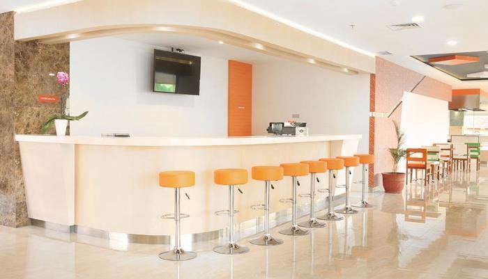 HARRIS Sentraland Semarang - Bar