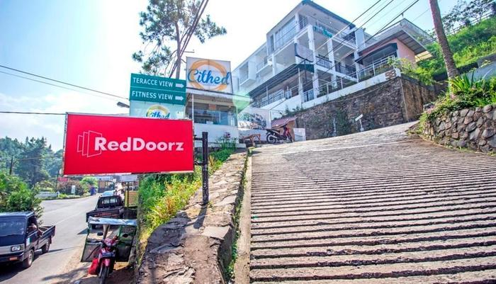 RedDoorz Plus at Sersan Bajuri 2 -