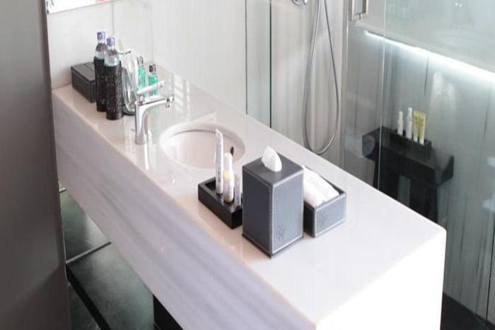 The L Hotel Seminyak - Kamar mandi
