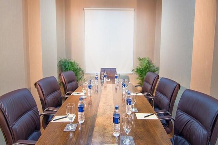 Redstar Hotel Jakarta - Meeting Room