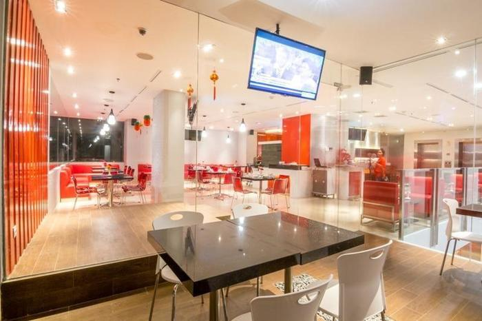 Redstar Hotel Jakarta - 9