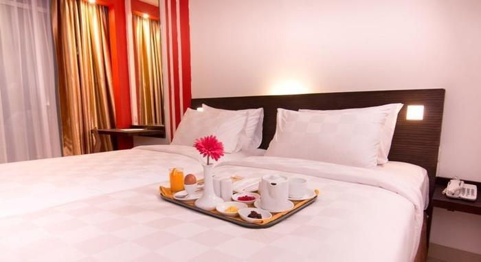 Redstar Hotel Jakarta - 12