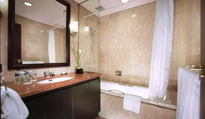 Aston Kuningan Suites Hotel Jakarta - Kamar mandi dua kamar tidur