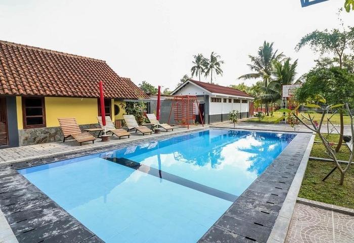 NIDA Rooms Kaliurang 20 Pakem Yogyakarta - Kolam Renang
