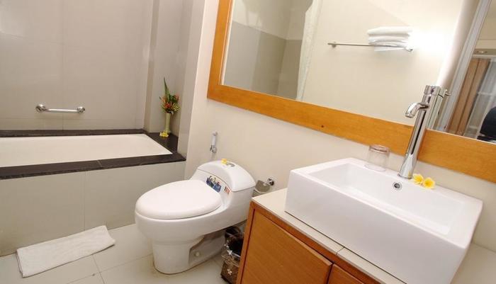 Tanjung Apartement Bali - bathroom