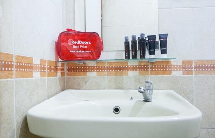 RedDoorz @Cihampelas Bandung - Kamar mandi