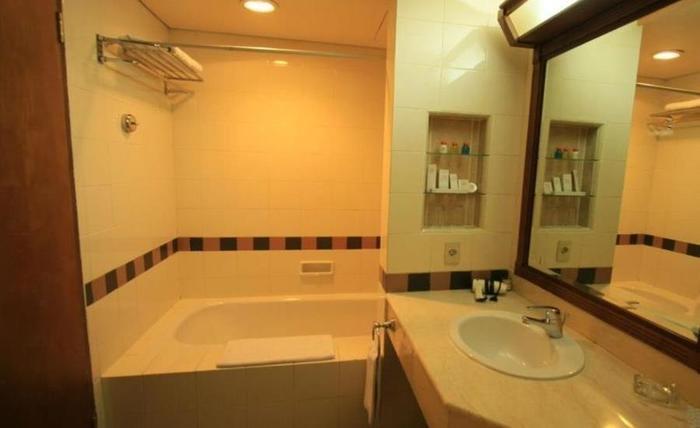 Puri KIIC Golf View Hotel Karawang - Kamar mandi