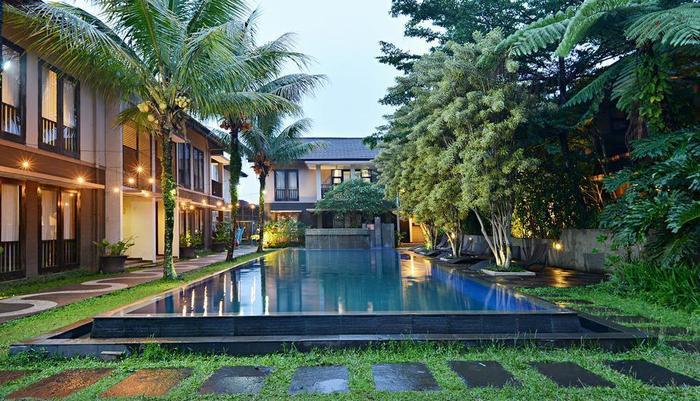 ZEN Premium Setrasari Bandung - Kolam Renang