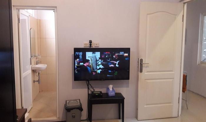 Banana Homestay Yogyakarta - TV kabel di kamar double standard