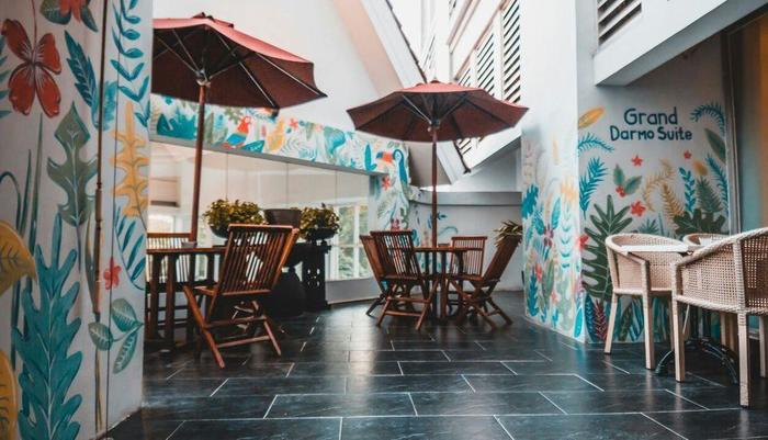 Grand Darmo Suite Surabaya - Pool Side