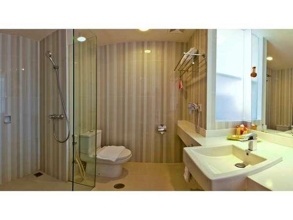 HARRIS Hotel Malang - Bathroom