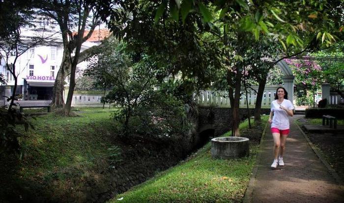 Vio Hotel Cimanuk Bandung - Surroundings