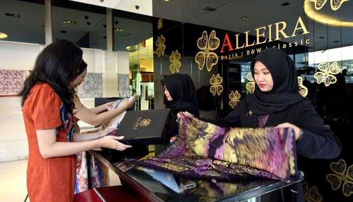 The Batik Hotel Medan - Alliera Batik Outlet 1