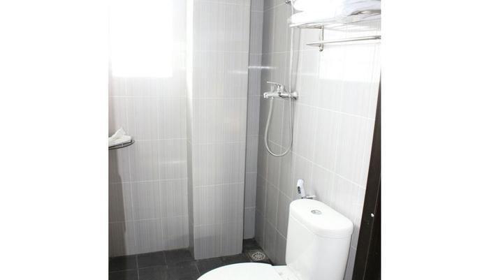 Nostos Guest House Wonosobo - Bathroom