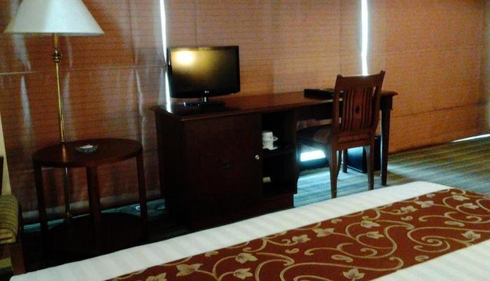 Twin Plaza Hotel Jakarta - Deluxe King