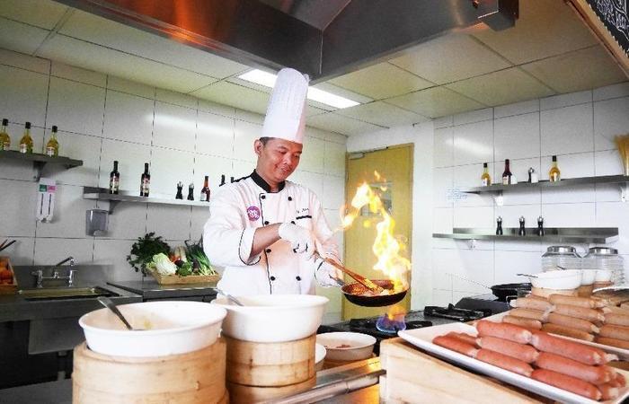 Grand Tjokro Bandung - Food Chef